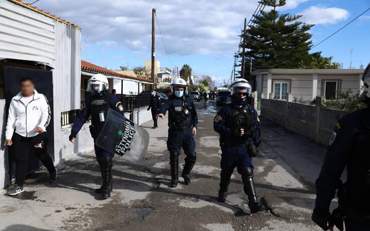 Θήβα : Σύλληψη 3 ατόμων για πυροβολισμούς - Καταζητούνται άλλοι 5